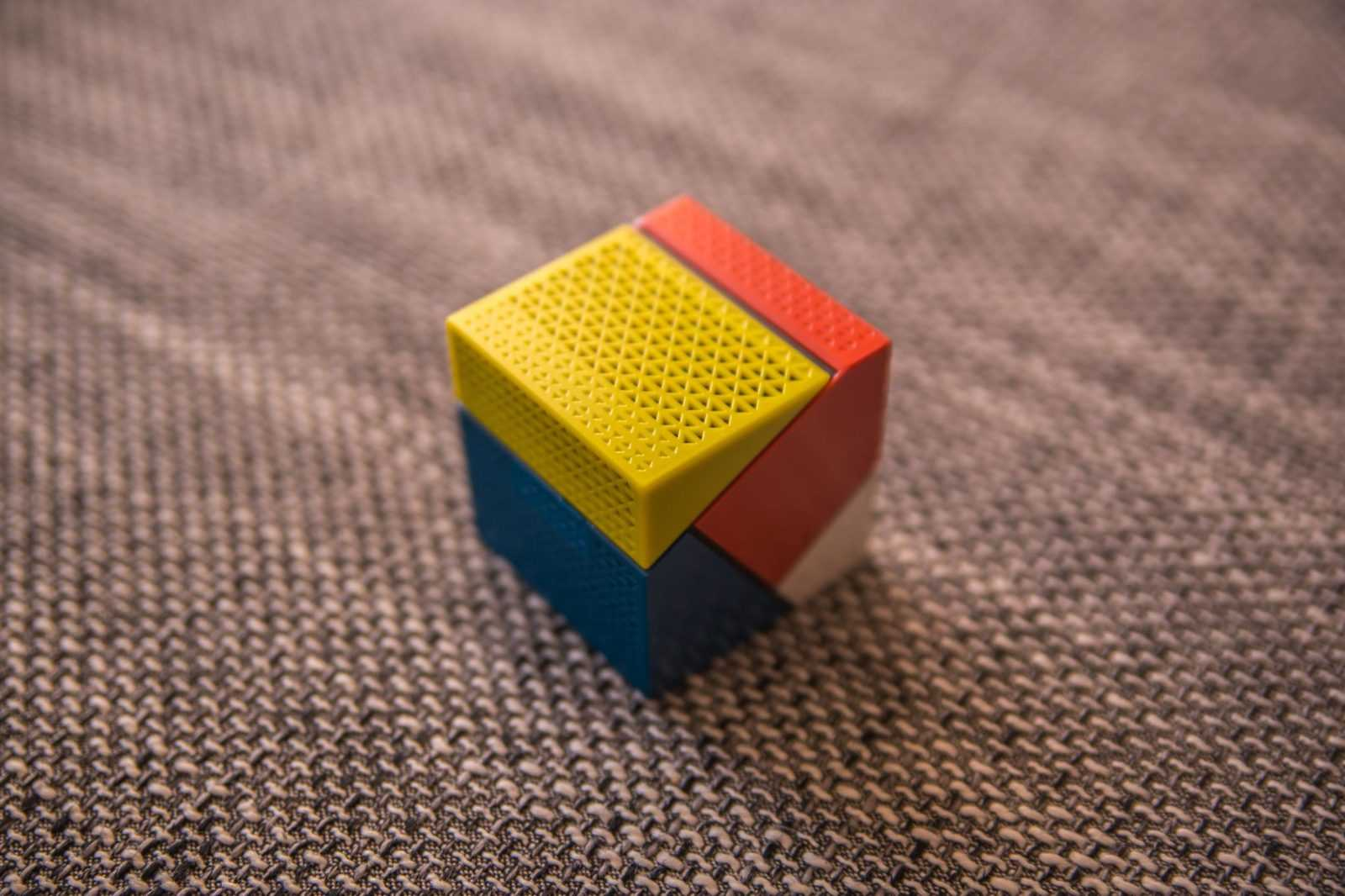 Led projektor doogee smart cube p1 im test for Wohnzimmertisch usb